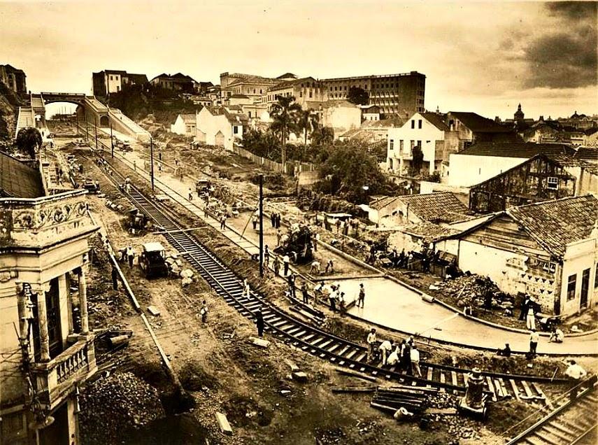 Porto Alegre - Trilhos do bonde na Avenida Borges de  Medeiros e Viaduto Otávio Rocha, 1930.
