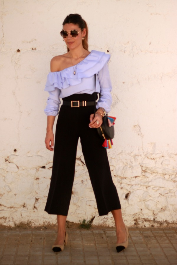 Pantalón culotte, blusa volante, moda low cost