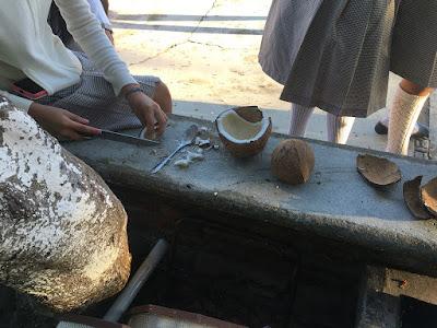 Separando la masa del coco