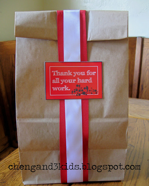 Teacher's Appreciation Day FREE Printable Gift Tag by chengand3kids.blogpot.com, you can use it as is, on a brown paper bag.