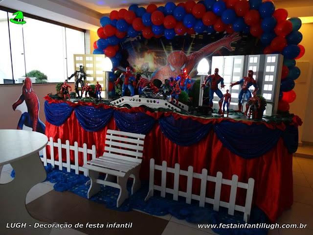 Mesa decorada infantil tema do Homem Aranha