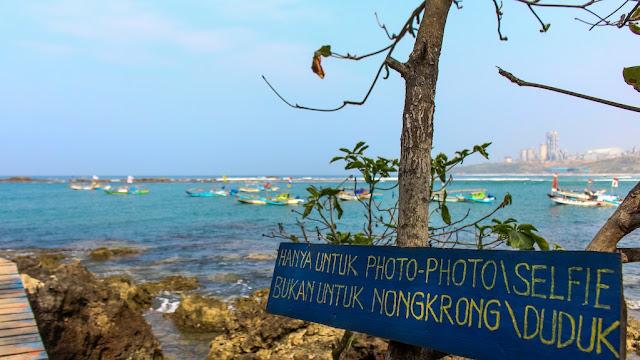 pantai pulo manuk sawarna