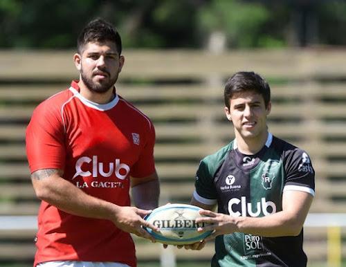 """Lucio Urueña (Los Tarcos) y Santiago Paz Posse (Tucumán Rugby) junto a la Copa de Oro """"Club LA GACETA"""". Foto de Analía Jaramillo -La Gaceta."""