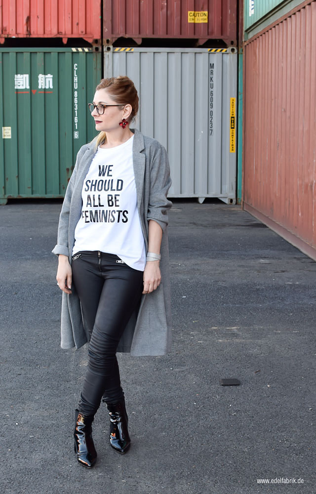 T-Shirt mit Spruch we should all be feminists
