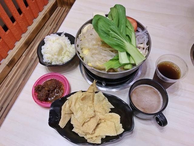 鍋台銘時尚湯鍋-新莊中正店~新莊葷素火鍋
