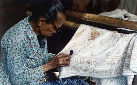 Hari Batik Nasional dan Sejarah Asal Usul Perkembangannya