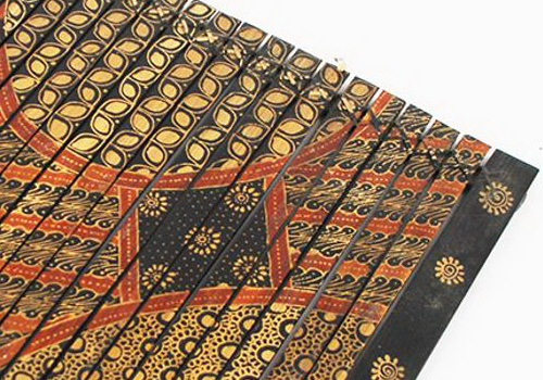Tinuku Sanggar Peni presenting bamboo tray decorated batik technique expanding literature on batik artwork