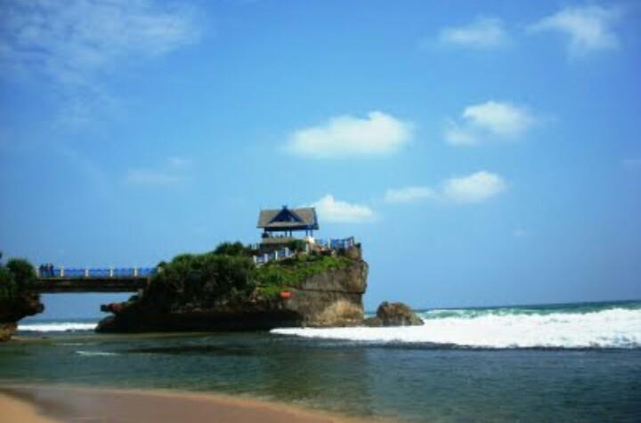 Pantai Kukup Gunung Kidul Jogja Harga Tiket Masuk Daya Tarik Alamat Lokasi Pantai Jejak Kenzie
