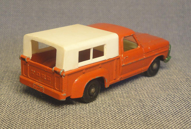 Archivo de autos: Una camioneta Ford roja