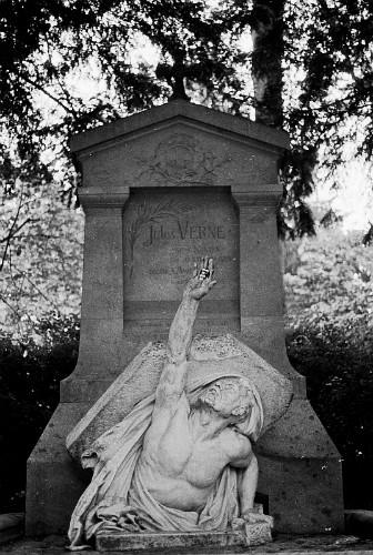 Tumba de Julio Verne