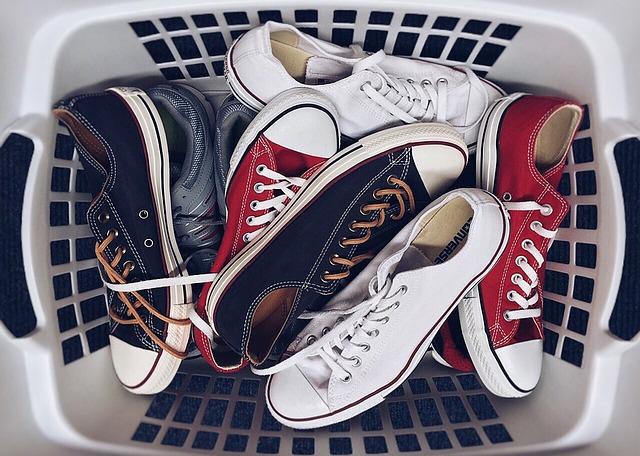 11 verdadeiras dicas de gênio para remover cheiro de mofo de sapatos