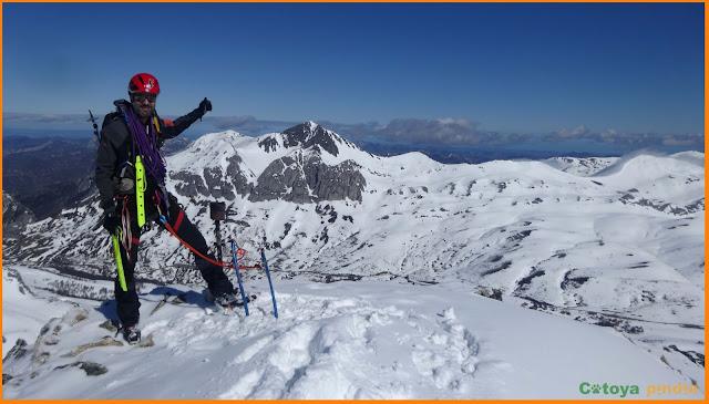 En la cima del Pico Toneo