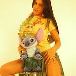 Andrea Rincon, Selena Spice Galeria 13: Hawaiana Camiseta Amarilla Foto 47
