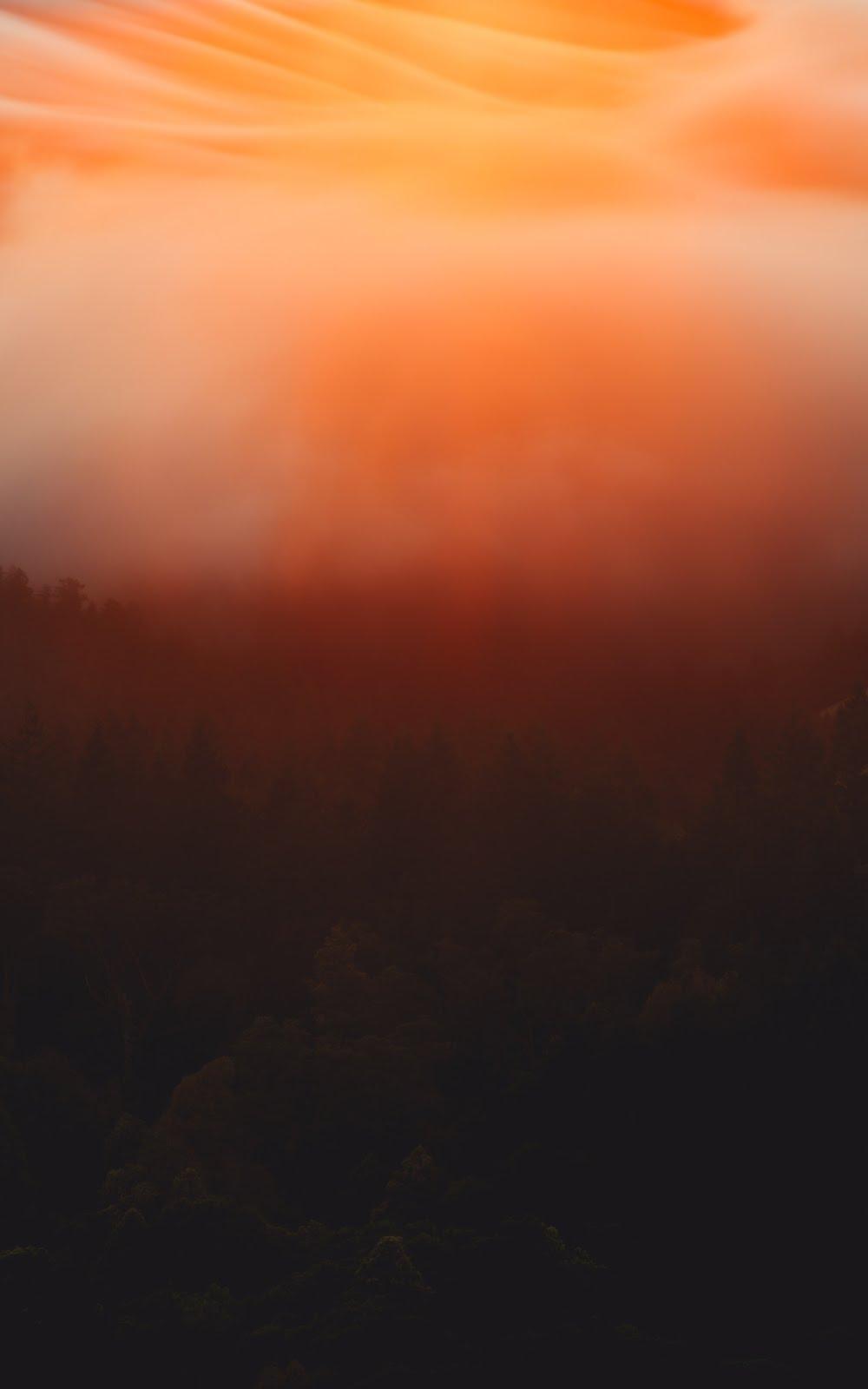 خلفية السماء المضيئة بلون الشفق- خلفيات ايفون فضاء