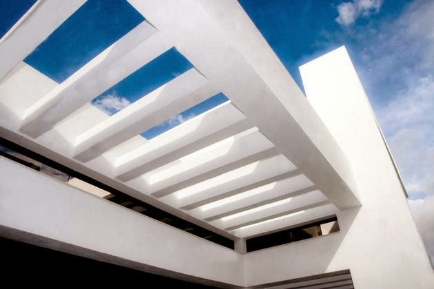 Desain Rumah Unik dengan Kolam Renang Di Atap Desain Rumah Unik dengan Kolam Renang Di Atap