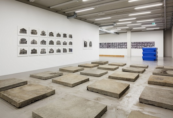 """Santiago Sierra, """"20 Pieces of Road"""", 1992 - MMK Frankfurt 2017"""