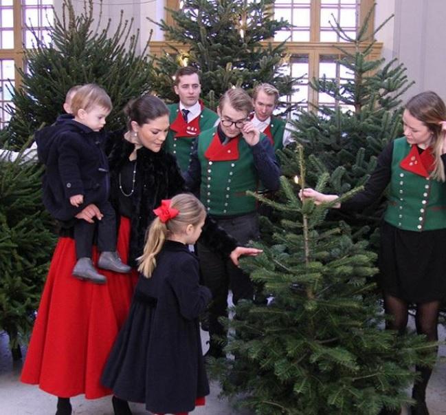Christmas Tree Sweden: Queens Of England: The Royal Christmas 2017: Oscar Shakes