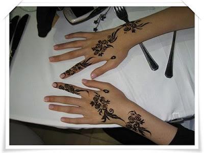 Simple Arabic Mehndi For Bride