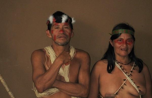 Bộ tộc Huaorani che tờ chim bằng lá cây 7