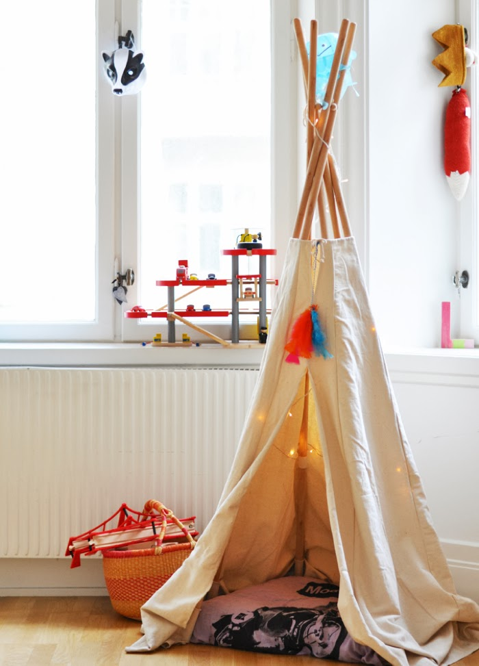 children room  with tipi