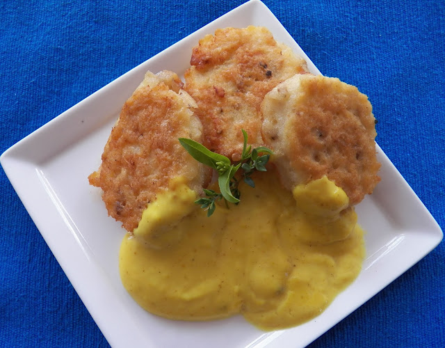 Fiskefrikadeller med Karry  (Fishcakes with Curry Sauce)