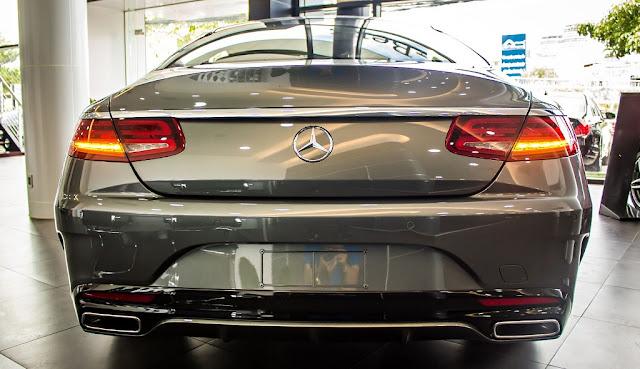 Đuôi xe Mercedes S500 4MATIC Coupe 2017 được thiết kế sắc nét, mềm mại và quyến rũ