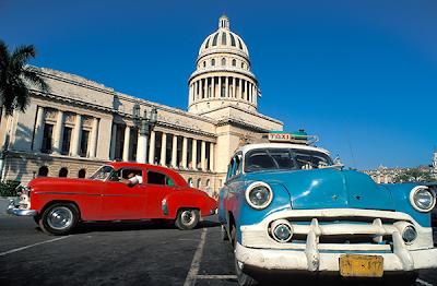 Visite de Cuba et de sa capitale la Havane avec ses voitures anciennes.