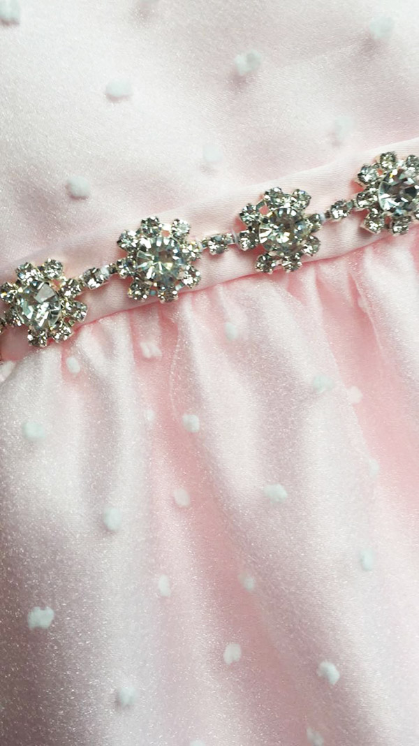 Detalle vestidos para niña 2018.
