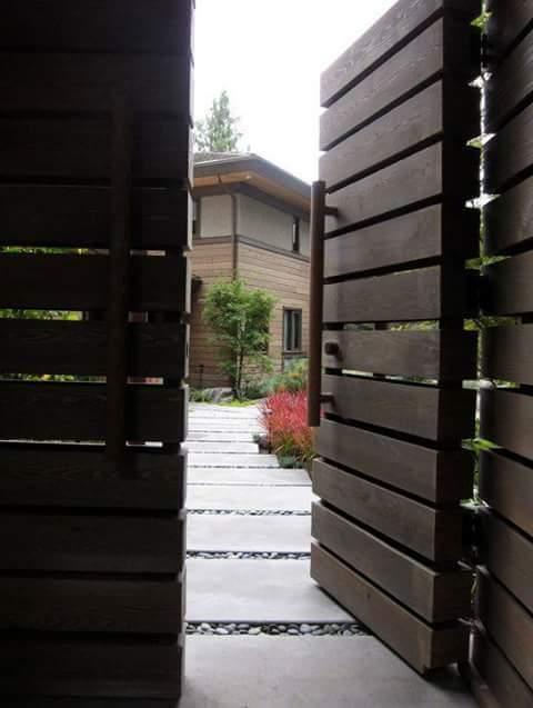 Puertas de madera para entradas de la casa decoraci n for Diseno de entradas principales de casas