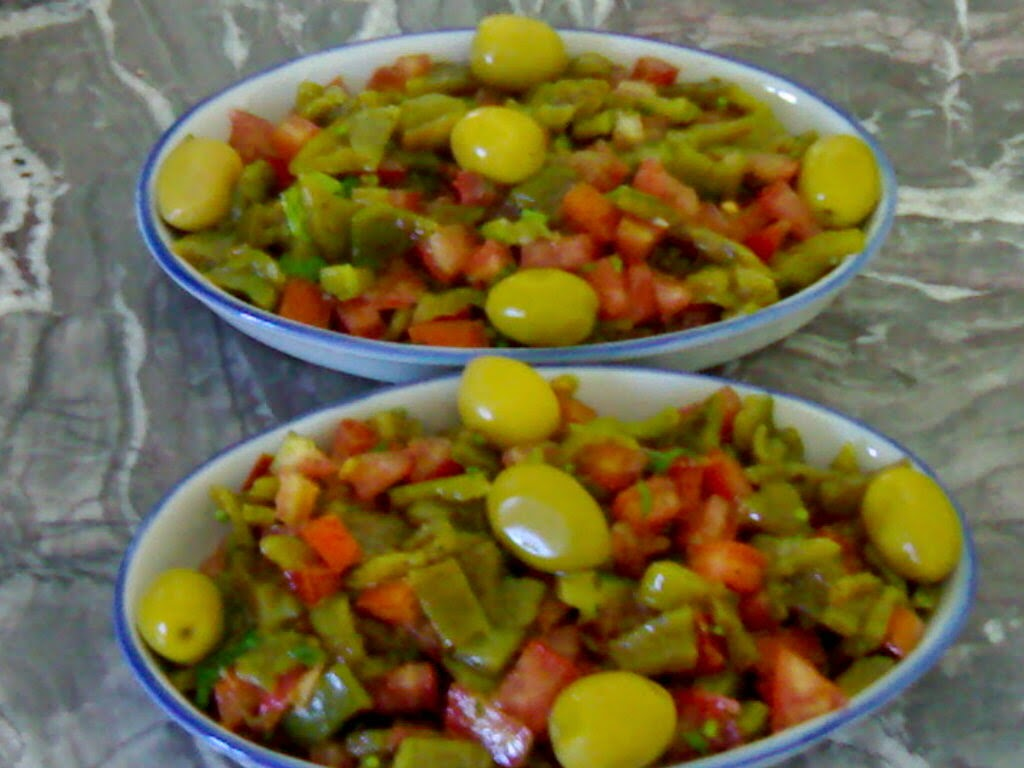salade marocaine de tomate et poivron idee repas. Black Bedroom Furniture Sets. Home Design Ideas