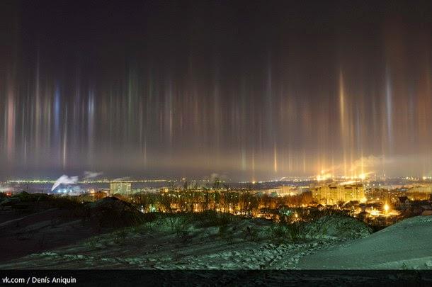 luz1 - Captan increíbles columnas de luz en Sarátov, Rusia