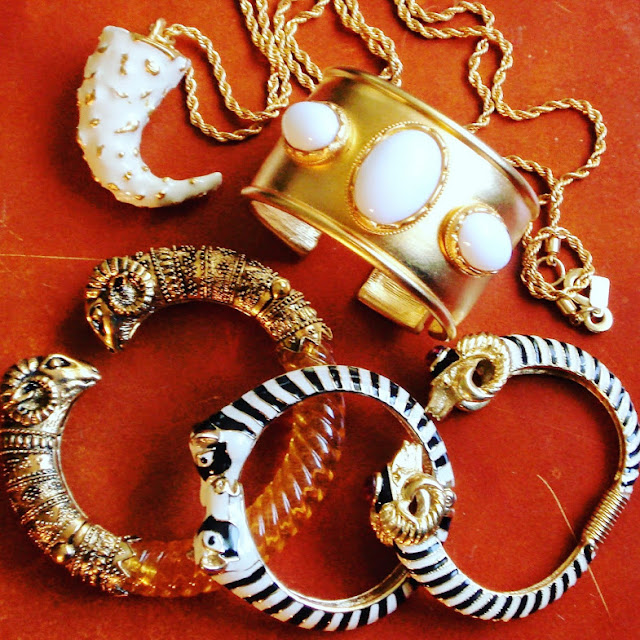 What's In My Closet: White & Gold Jewelry www.toyastales.blogspot.com #fashionblogger #jewelry #whiteandgold #accessories #ToyasTales