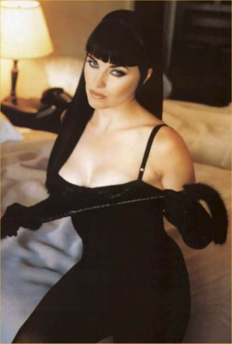 Halle Berry Cute Wallpaper Lucy Lawless Dirty Pretty Things