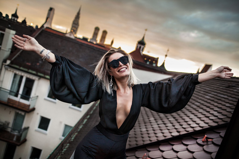 Outfit-Fashion-Fashionblog-Modeblog-ElsieandFred-Shooting-Shoot-Cortiina-Hotel-Jumpsuit-Jumper-Overall-Onepiece-LeSpecs-Blogger-Munich-Muenchen-Lauralamode-Deutschland