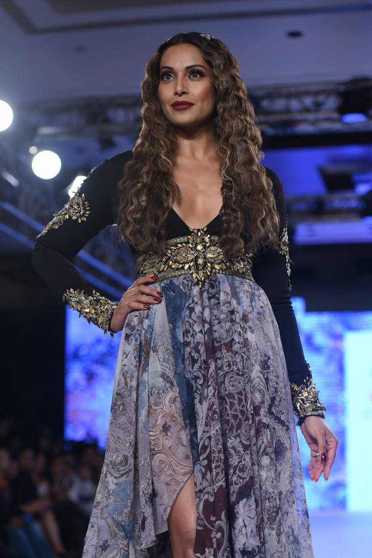 Bipasha Basu At Bombay Times Fashion Week 2017 Stills