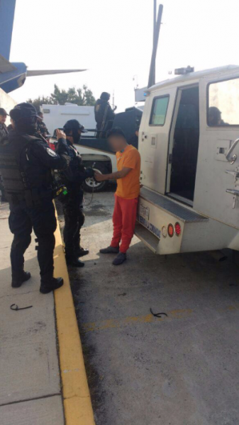 """Fotografías; Trasladan a """"El Tatos"""" a penal Federal en Durango"""