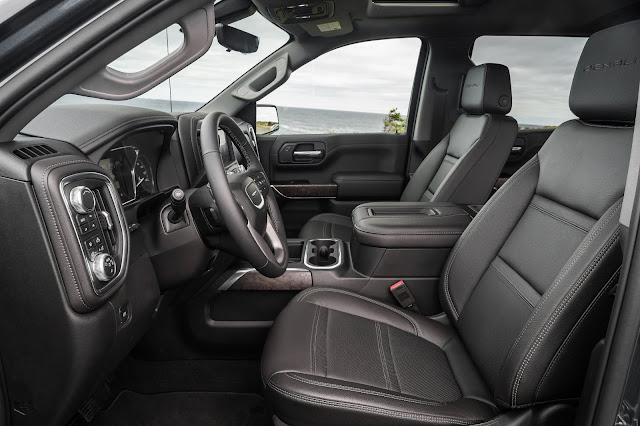 Interior view of 2019 GMC Sierra Denali 1500 4WD