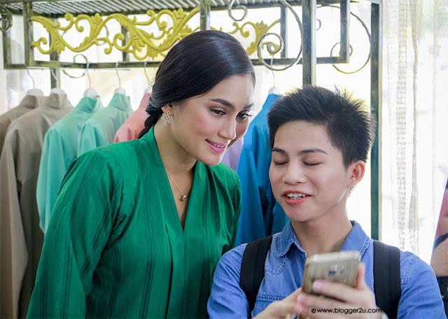 Pelakon Lara Aishah Fasha Sandha bersama peminat