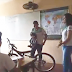 Estudantes fazem 'vaquinha' e compram bicicleta para colega ir à escola
