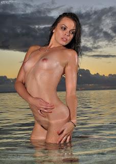 InTheCrack 441 Renee Perez Picture Set