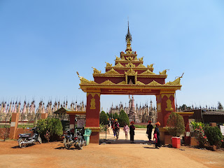 ミャンマーのカックー遺跡入口