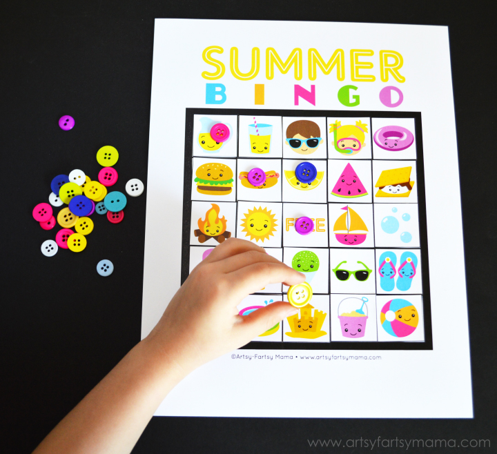 Free Printable Summer Bingo at artsyfartsymama.com #summer #freeprintable #printable #bingo