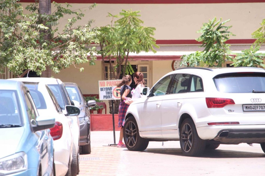 Kareena Kapoor and Amrita Arora Spotted at Gym