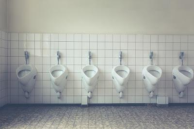 toilet umum bau