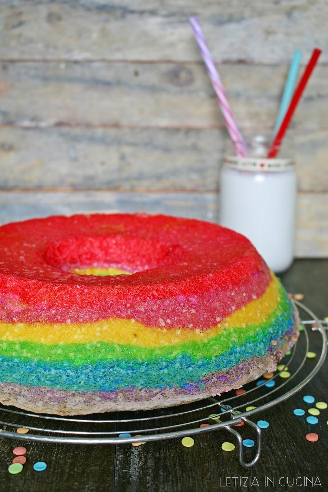 Letizia in Cucina: Ciambellone di Carnevale (Angel Cake)