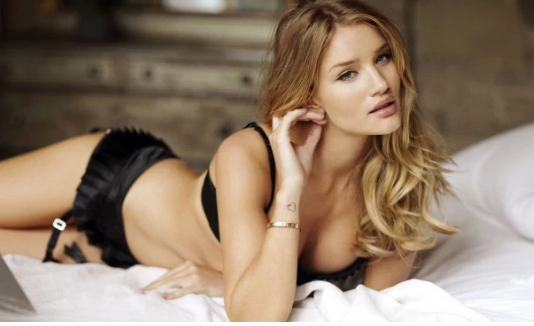 Top 10 Of The Hottest Hollywood Actresses 2017