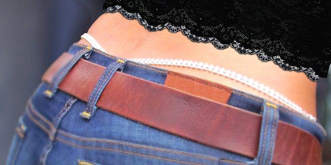Ribuan Wanita Berdemo Karena Dilarang Pakai Celana Dalam Berenda