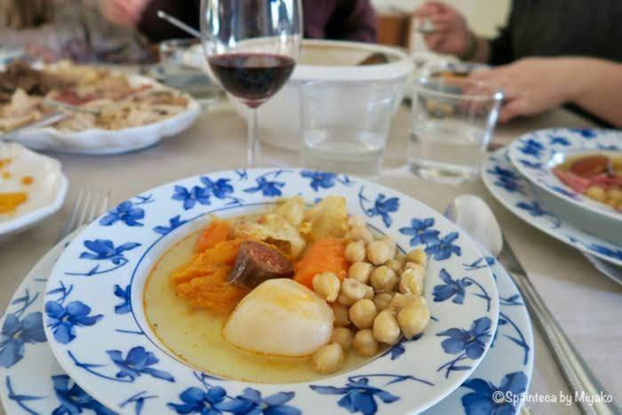 家庭で食べるコシード・マドリレーニョの盛り方例