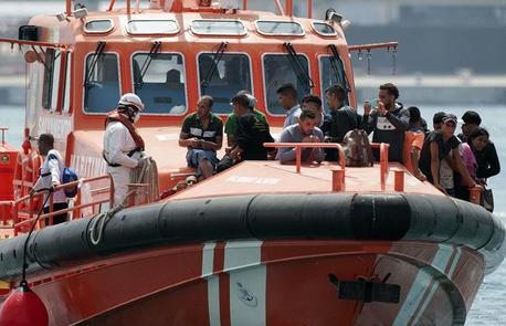 إنقاذ 22 قاصرا مغربيا بسواحل سبتة المحتلة