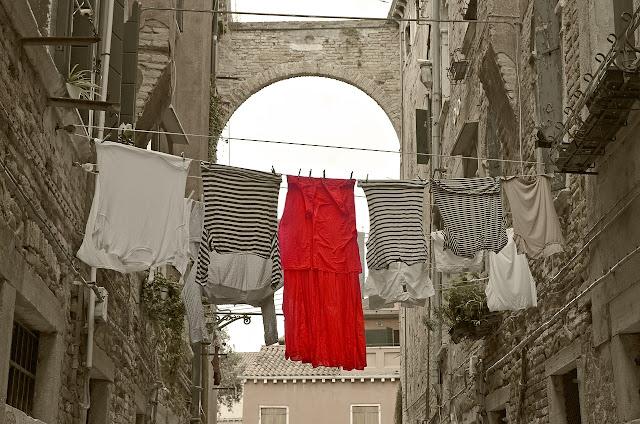 pranje veša na crveno slovo